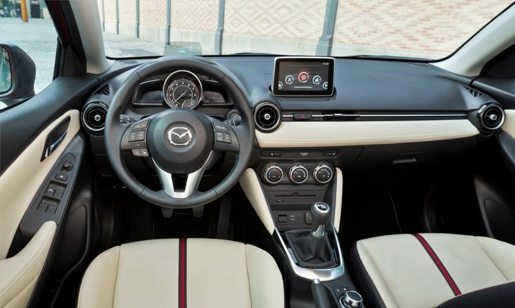 Mazda2_2015_Dashboard