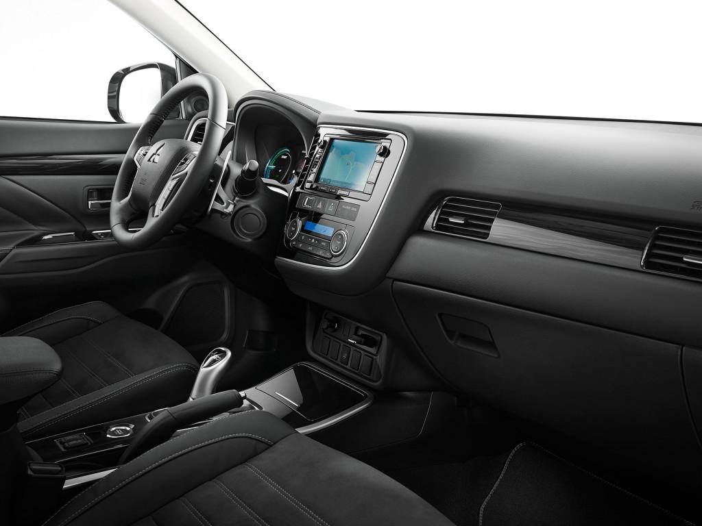 Mitsubishi Outlander 2015 interior