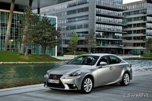 Lexus_IS_300h