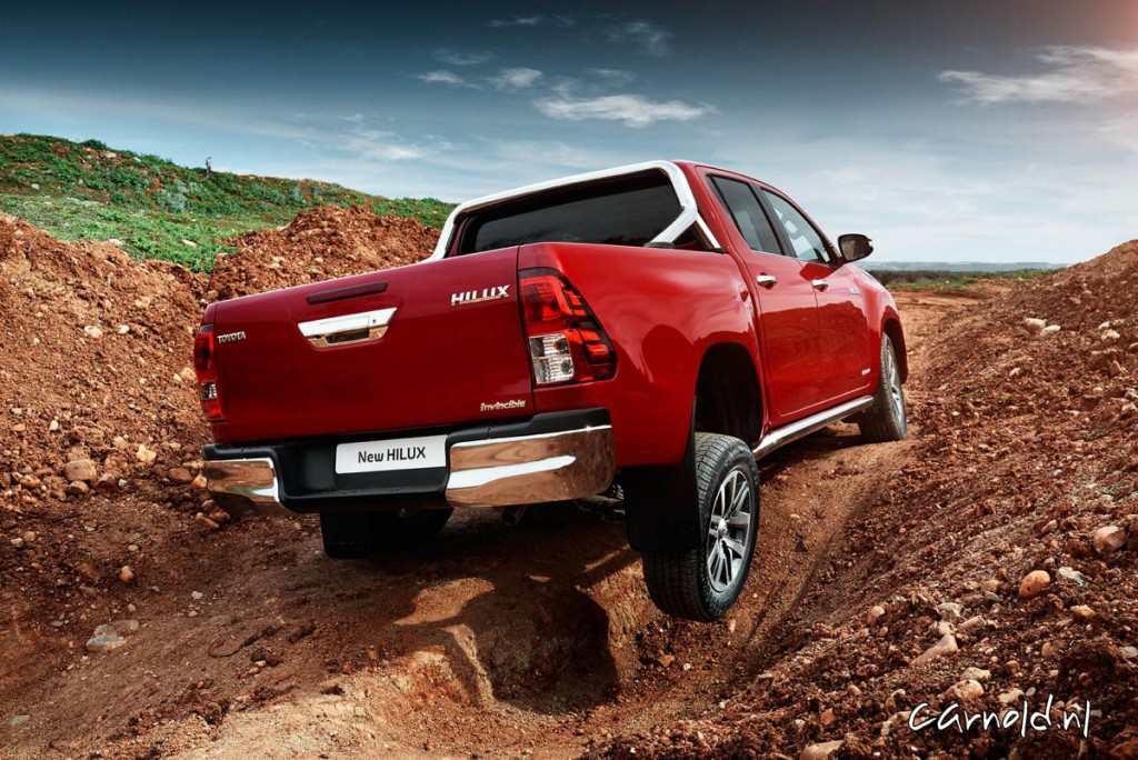 Toyota_Hilux_2016_offroad