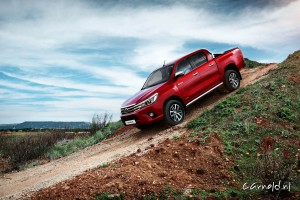 Toyota_Hilux_2016_side