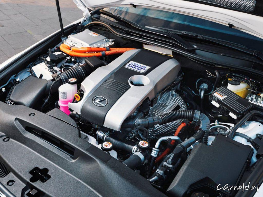 Lexus_IS300h_4
