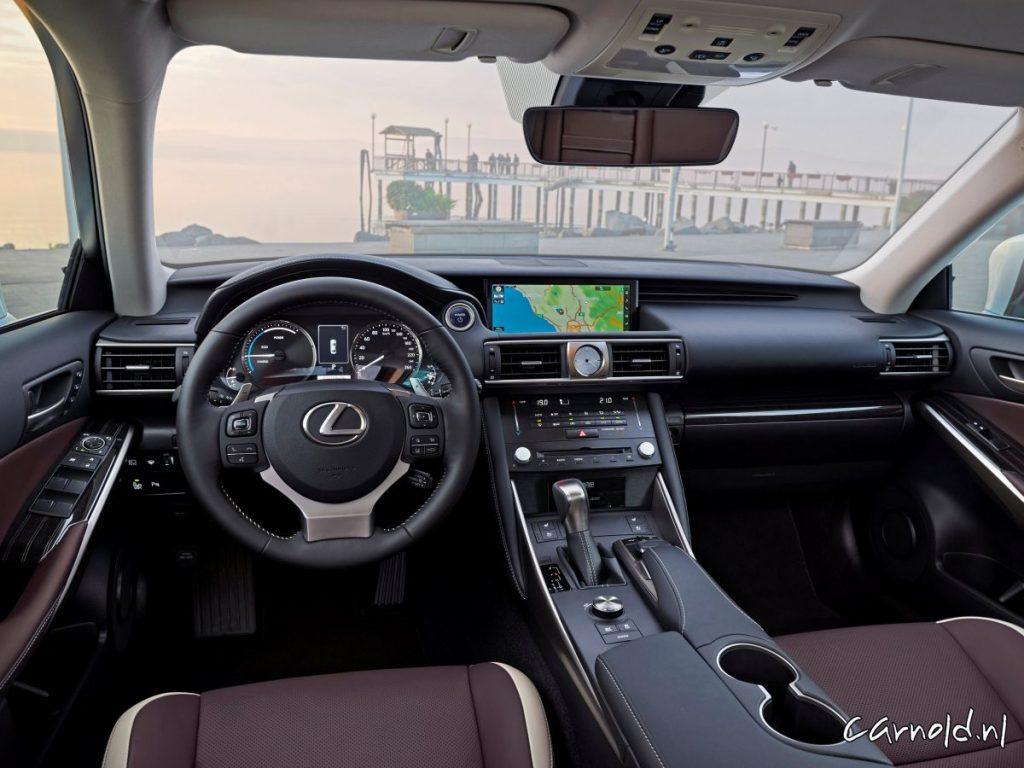 Lexus_IS300h_5