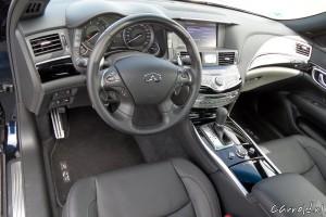 Infiniti_Q70_cockpit